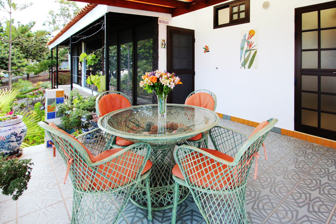 Studio Parlour and Uvi share the same terrace. Therefor Uvi may be rented only together with Studio Parlour.