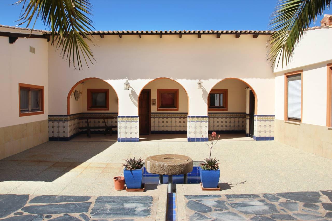 Casa Alhambra Swimming Pool mit Teakholzdeck auf Teneriffa, Playa San Juan