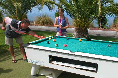 Pool-Billard und Trampolin